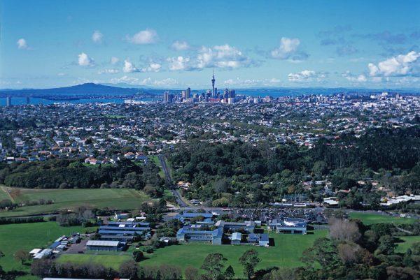 知道新西兰教育部最大一笔教育投资给了哪个学校吗?答案是:西泉中学